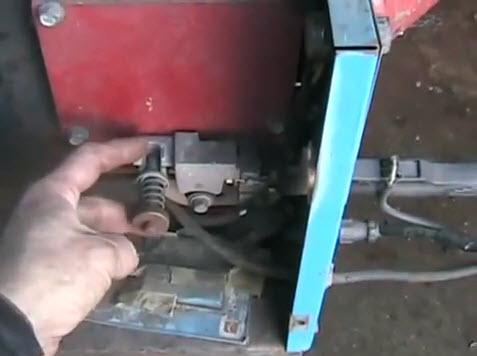 Mig wire tensioner