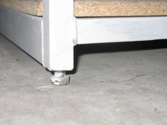 adjustable bolt legs